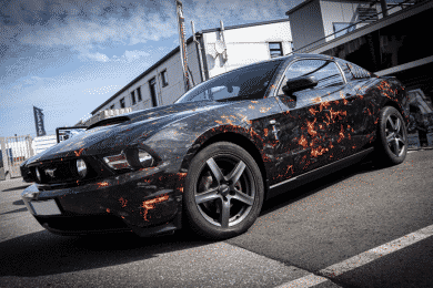 Digitaldruck Ford Mustang Flammendesign Lava