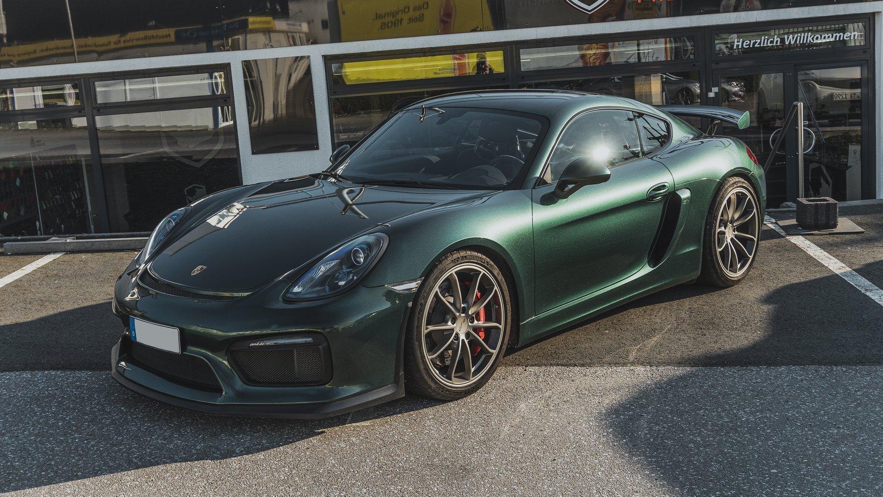 Porsche Cayman GT4 Folierung Porsche Folierung British Green British Racing Folierung Avery